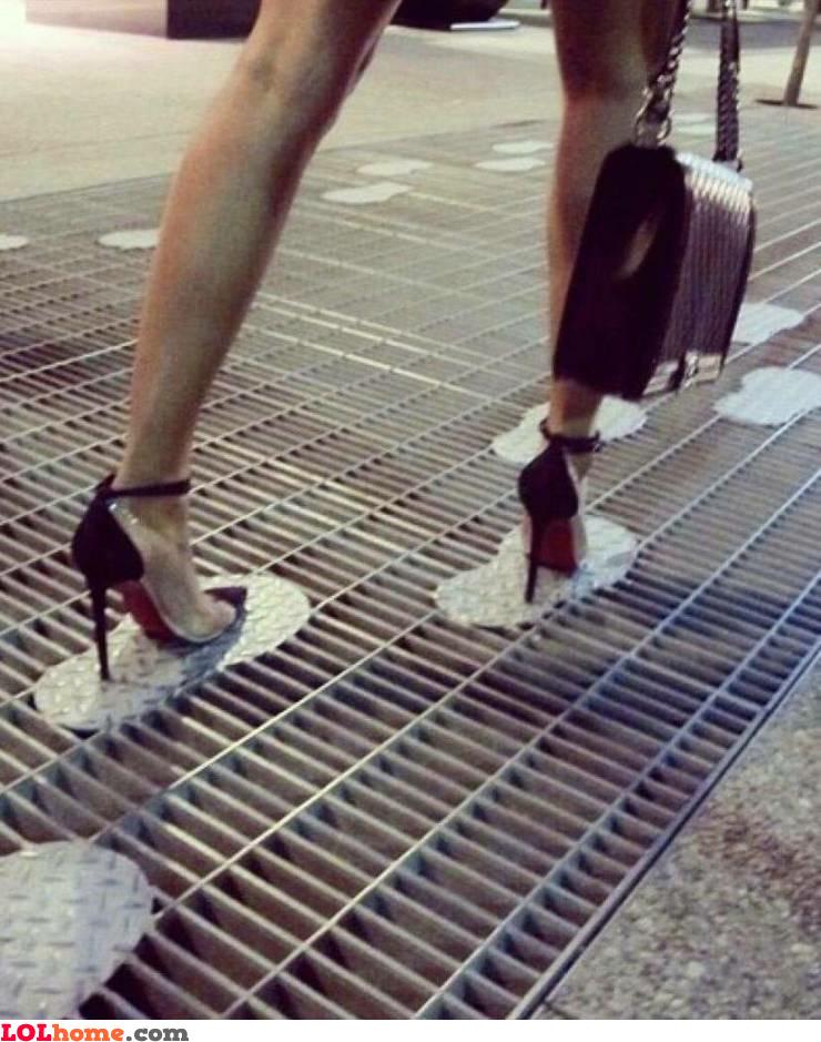 High heel grate solution
