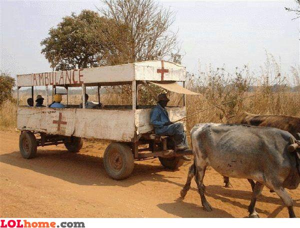 写真:救急車